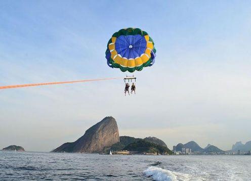 Parasailing in Rio de Janeiro. Rio de Janeiro, BRASIL