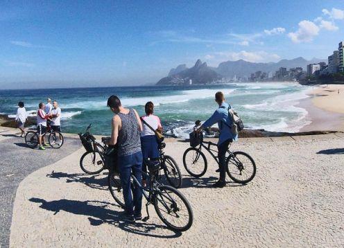 Passeio de bicicleta no Rio de Janeiro, incluindo Praia Vermelha e Arpoador. Rio de Janeiro, BRASIL