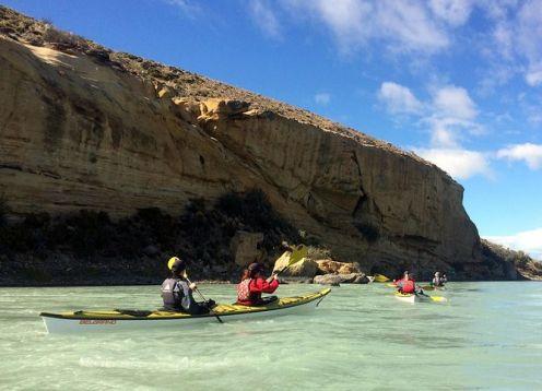 Kayak en río La Leona desde El Calafate. El Calafate, ARGENTINA