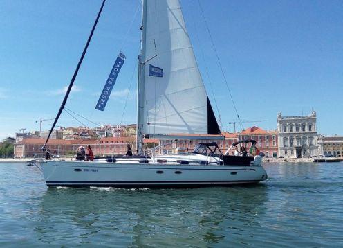 Viagem de barco por Lisboa em um iate de luxo. Lisboa, PORTUGAL