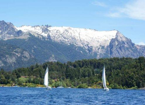 Paseos en velero por el lago Nahuel Huapi. Bariloche, ARGENTINA