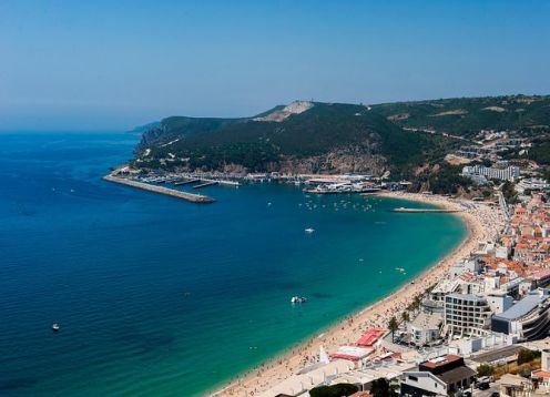 Full day tour to Arr�bida and Sesimbra with wine tasting from Lisbon. Lisbon, PORTUGAL
