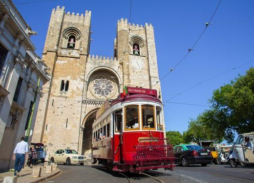 Tram excursion with free stops in the hills, and fado show. Lisbon, PORTUGAL