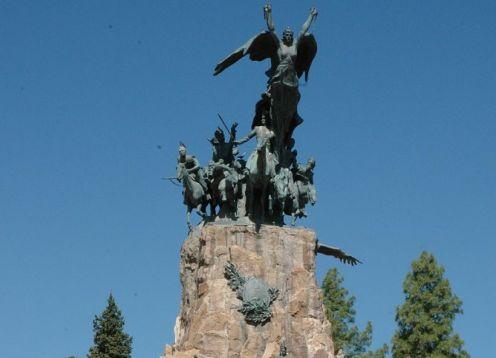 Recorrido por la ciudad de Mendoza. Mendoza, ARGENTINA
