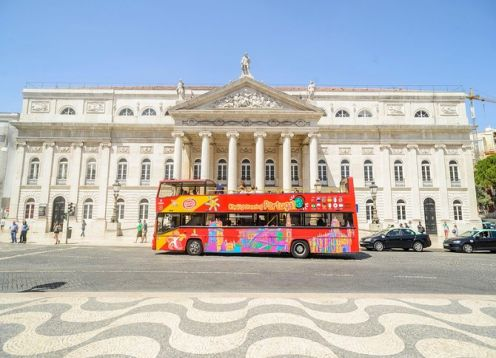Tour by tourist bus with free stops in the city of Lisbon. Lisbon, PORTUGAL