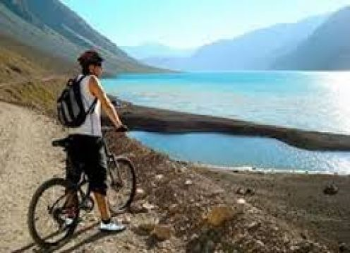 THE ANDES IN MOUNTAIN BIKE. RESERVOIR DEL YESO. ,