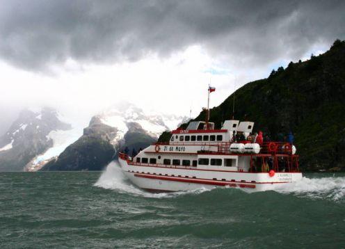 NAVEGACAO GLACIARES BALMACEDA E SERRANO. Puerto Natales, CHILE