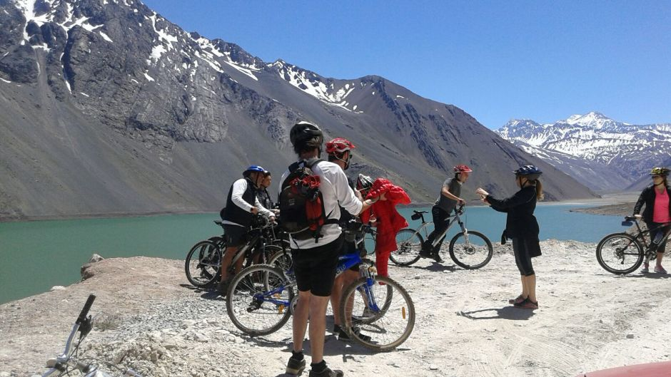 LOS ANDES EN MOUNTAIN BIKE. EMBALSE DEL YESO - Santiago, Chile